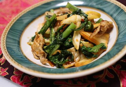 今日のキムチ料理レシピ:豚肉と春菊のキムチオイスター炒め