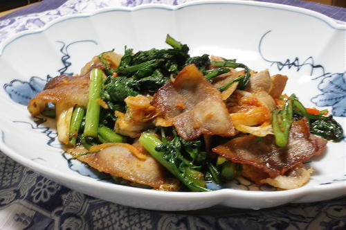 今日のキムチ料理レシピ:豚肉と春菊のキムチ炒め