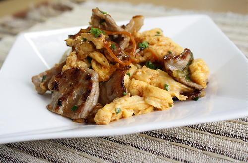 今日のキムチ料理レシピ:豚肉と卵とキムチのマヨ醤油炒め