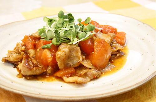 今日のキムチ料理レシピ:豚ばら肉とトマトのキムチ甘酢炒め