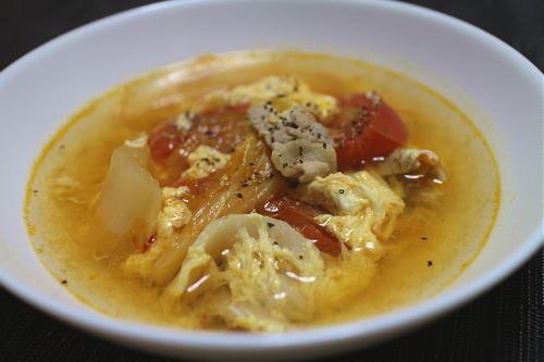 今日のキムチ料理レシピ:豚肉とトマトのキムチスープ