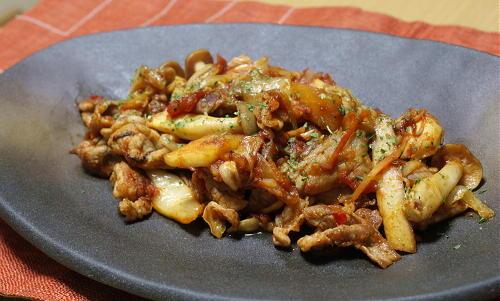 今日のキムチ料理レシピ:豚肉のトマトキムチ炒め