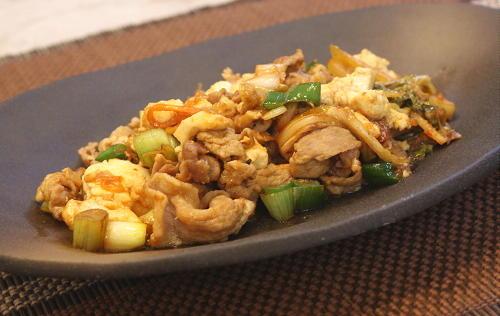 今日のキムチ料理レシピ:豚肉と豆腐とキムチの甘辛炒め