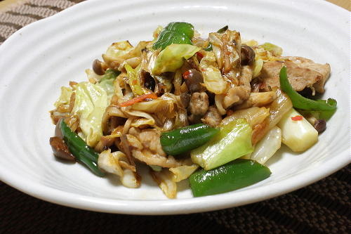 今日のキムチ料理レシピ:豚肉と野菜のキムチ炒め
