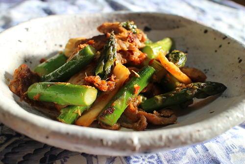 今日のキムチ料理レシピ:アスパラと豚肉とキムチの生姜炒め