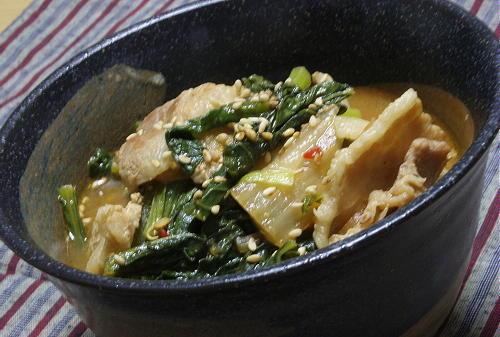 今日のキムチ料理レシピ:豚バラと小松菜のキムチ味噌煮