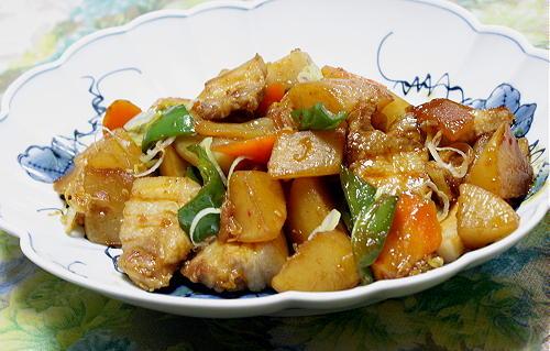今日のキムチ料理レシピ:豚バラ肉と野菜のキムチ炒め