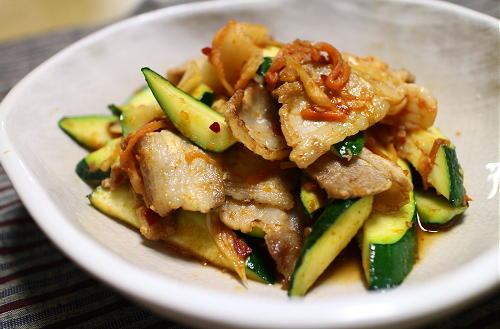 今日のキムチレシピ:ズッキーニと豚肉のキムチ炒め