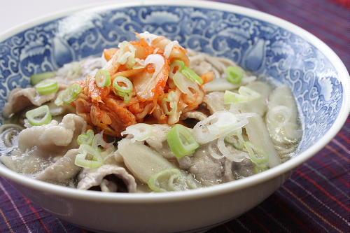 今日のキムチ料理レシピ:とろ~り豚肉とごぼうのキムチそば