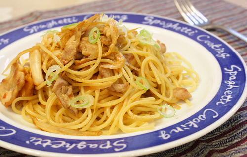 今日のキムチ料理レシピ:豚肉とごぼうとキムチの和風パスタ