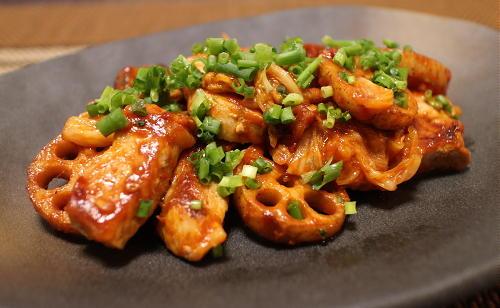 今日のキムチ料理レシピ:豚肉とレンコンのキムチケチャップ炒め