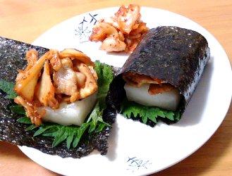 今日のキムチ料理レシピ:豚キムチと焼き餅の海苔巻き