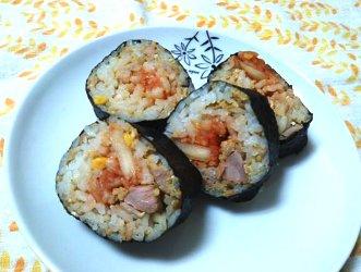 今日のキムチ料理レシピ:ツナそぼろご飯のキムチのり巻き