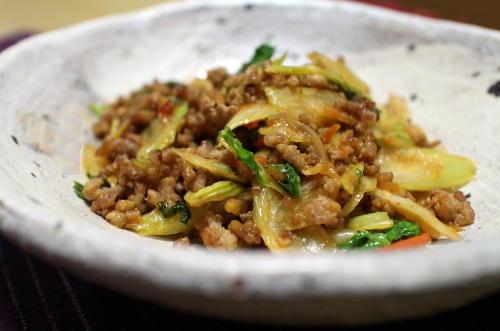 今日のキムチ料理レシピ:セロリのピリ辛ひき肉炒め