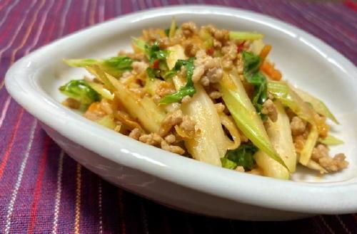 今日のキムチ料理レシピ:セロリのキムチひき肉炒め