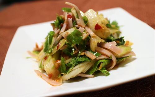 今日のキムチ料理レシピ:セロリとハムのピリ辛サラダ