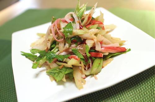 今日のキムチ料理レシピ:セロリのピリ辛和え