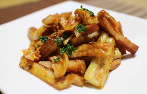 今日のキムチ料理レシピ:ちくわとベーコンのキムチマヨ炒め