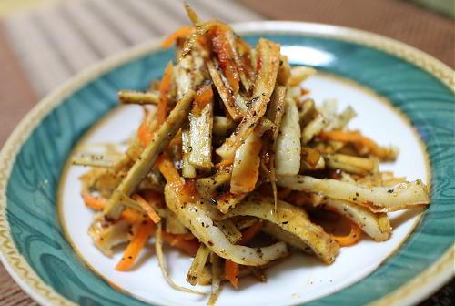 今日のキムチ料理レシピ:ちくわとごぼうのピリ辛レンジ蒸し