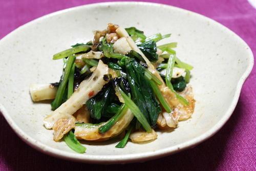 今日のキムチ料理レシピ:ほうれん草とちくわとキムチのごま醤油和え