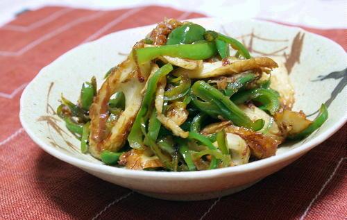 今日のキムチ料理レシピ:ピーマンとちくわのピリ辛梅おかか炒め