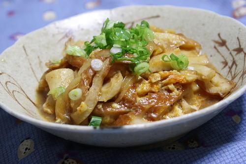 今日のキムチ料理レシピ:ちくわとキムチの卵とじ