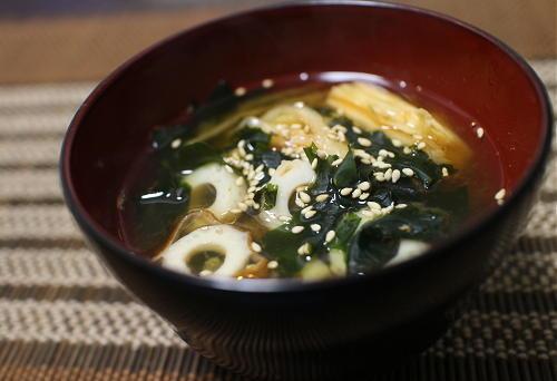 今日のキムチ料理レシピ:ちくわとキムチのお味噌汁