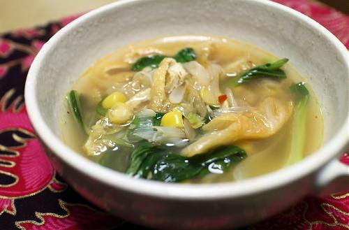 今日のキムチ料理レシピ:チンゲン菜とキムチのコーンスープ