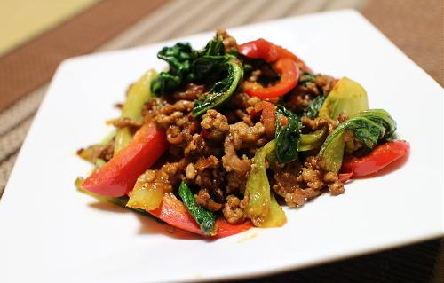 今日のキムチ料理レシピ:チンゲンサイのピリ辛豚肉炒め