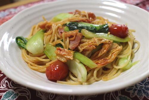 今日のキムチ料理レシピ:チンゲン菜とキムチのパスタ