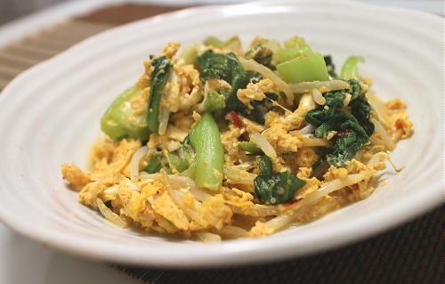 今日のキムチ料理レシピ:チンゲン菜ともやしのピリ辛卵炒め