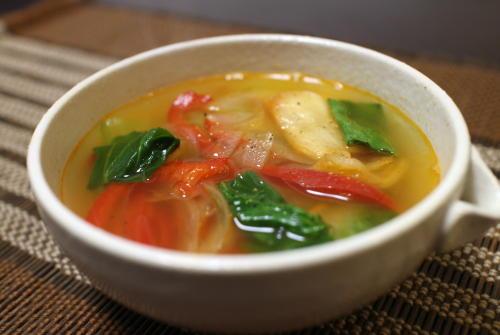 今日のキムチ料理レシピ:チンゲン菜とキムチのスープ