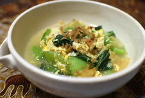 今日のキムチ料理レシピ:チンゲン菜とキムチの卵とじ