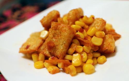 今日のキムチ料理レシピ:油揚げとコーンのピリ辛ケチャップ炒め