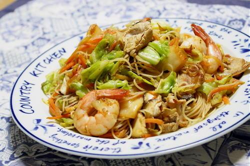 今日のキムチ料理レシピ:カレーキムチ焼きビーフン