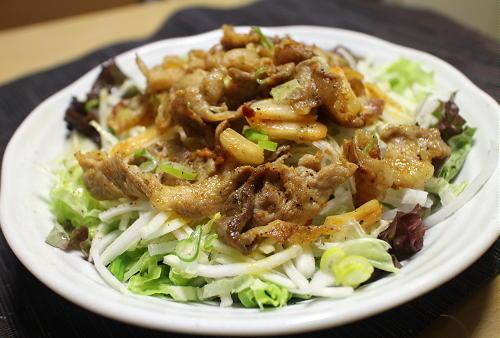 今日のキムチレシピ:カレー風味の豚キムチサラダ仕立て