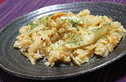 今日のキムチ料理レシピ: 大根とキムチの炒飯