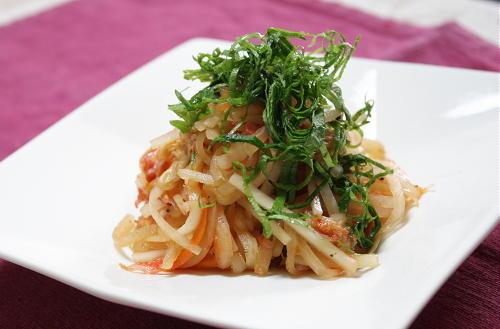 今日のキムチ料理レシピ:大根とキムチのサラダ