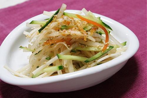 今日のキムチ料理レシピ:大根と胡瓜のピリ辛サラダ