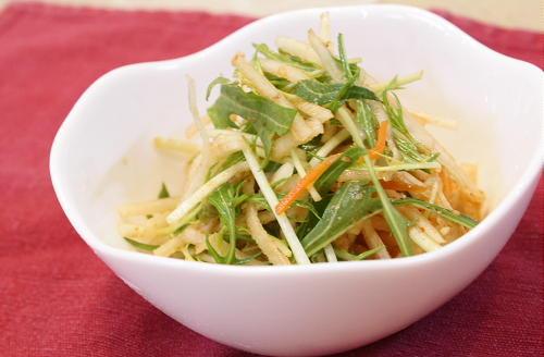 今日のキムチ料理レシピ: 大根とキムチのさっぱりサラダ