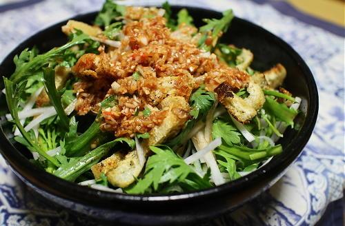 今日のキムチ料理レシピ:大根と春菊のキムチドレッシングサラダ