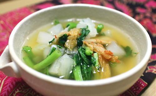 今日のキムチ料理レシピ:大根と春菊のキムチスープ