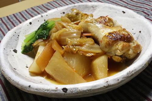 今日のキムチ料理レシピ:大根と鶏手羽元のキムチ煮込み
