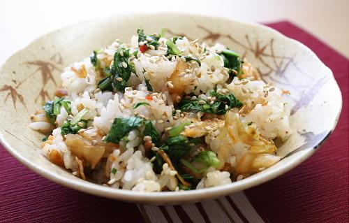 今日のキムチ料理レシピ:大根菜とキムチの混ぜご飯