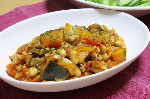 今日のキムチ料理レシピ:大豆のキムチトマト煮込み