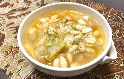 今日のキムチ料理レシピ:大豆とソーセージのキムチスープ