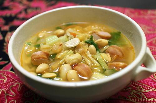 今日のキムチレシピ:ソーセージと大豆のキムチスープ
