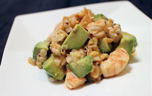 今日のキムチ料理レシピ:エビとアボカドのキムチサラダ