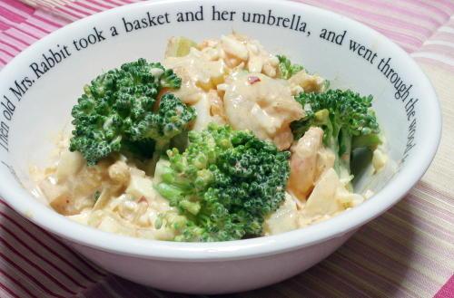 今日のキムチ料理レシピ:エビとブロッコリーのキムチタルタル和え