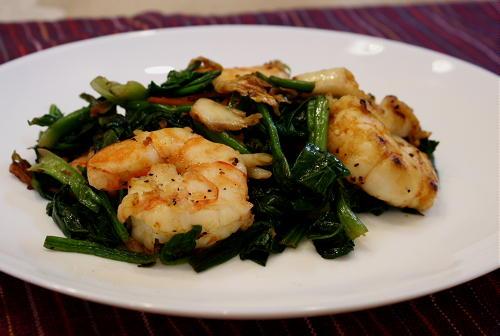 今日のキムチ料理レシピ:エビとほうれん草のキムチ炒め